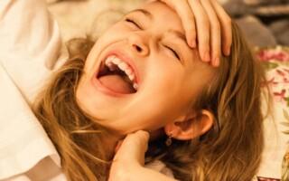 Smích léčí osoby s depresemi, ale pomáhá i proti bolesti a při léčbě akutních onemocnění