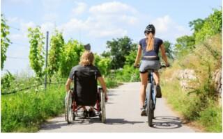 Invalidní vozík jako pomůcka, nikoliv překážka