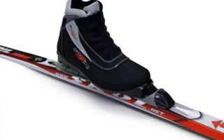 Kdy si koupit nové lyže? Na jaře!