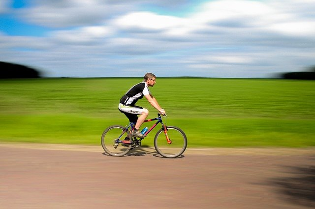 Vybavte se na novou cyklistickou sezónu v terénu už nyní! Při nákupu myslete především na bezpečnost